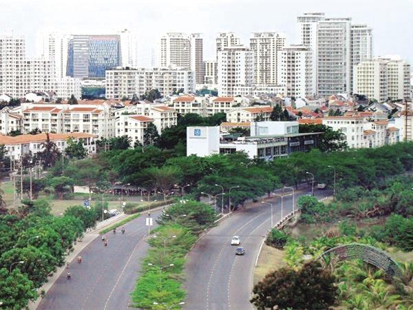 Cuộc đua Đông – Tây: Hai cực nóng của Sài Gòn